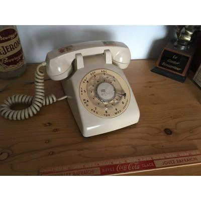 Téléphone à cadrant